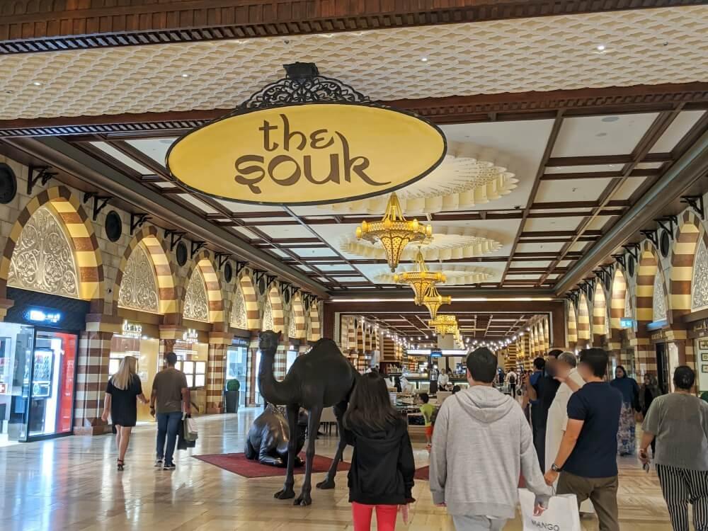 ドバイモールのお土産屋さん The souk