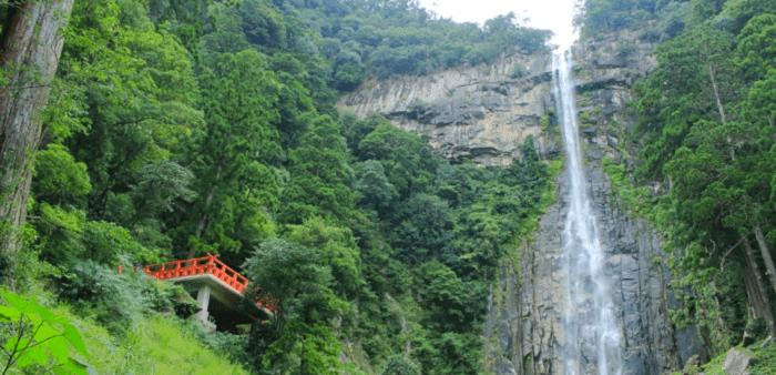 和歌山の人気観光地「那智の滝」