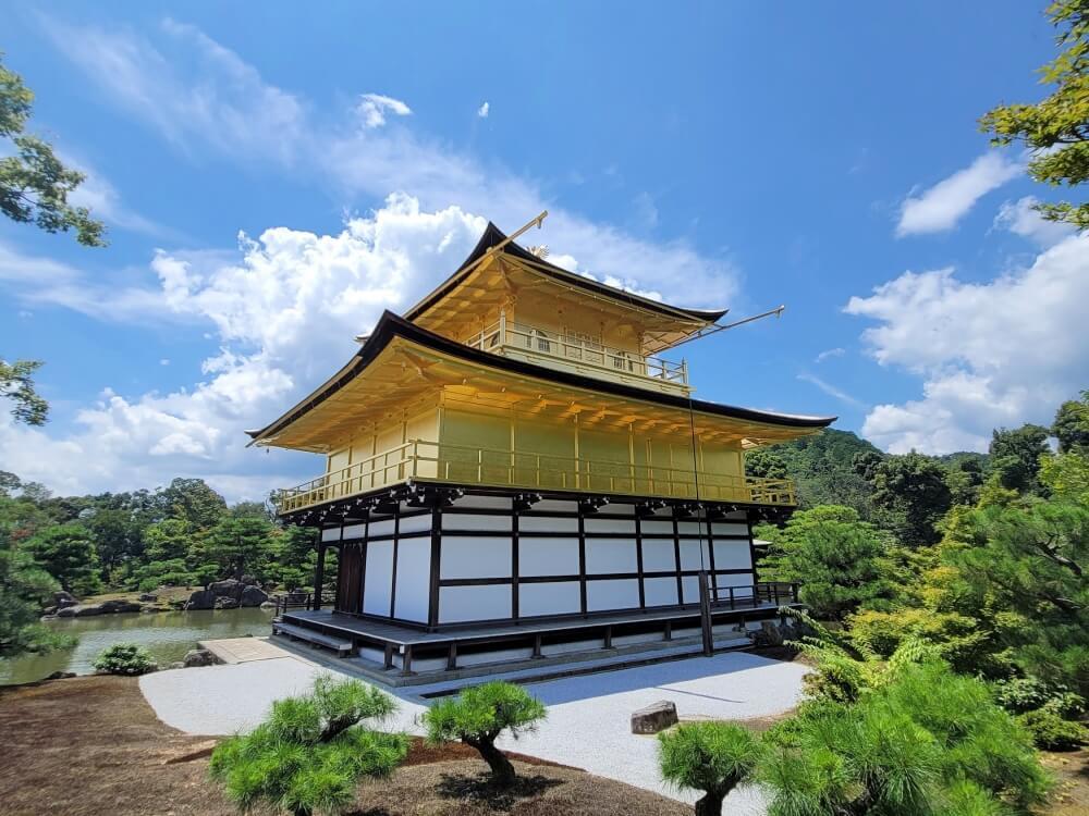 京都の人気観光地 金閣寺