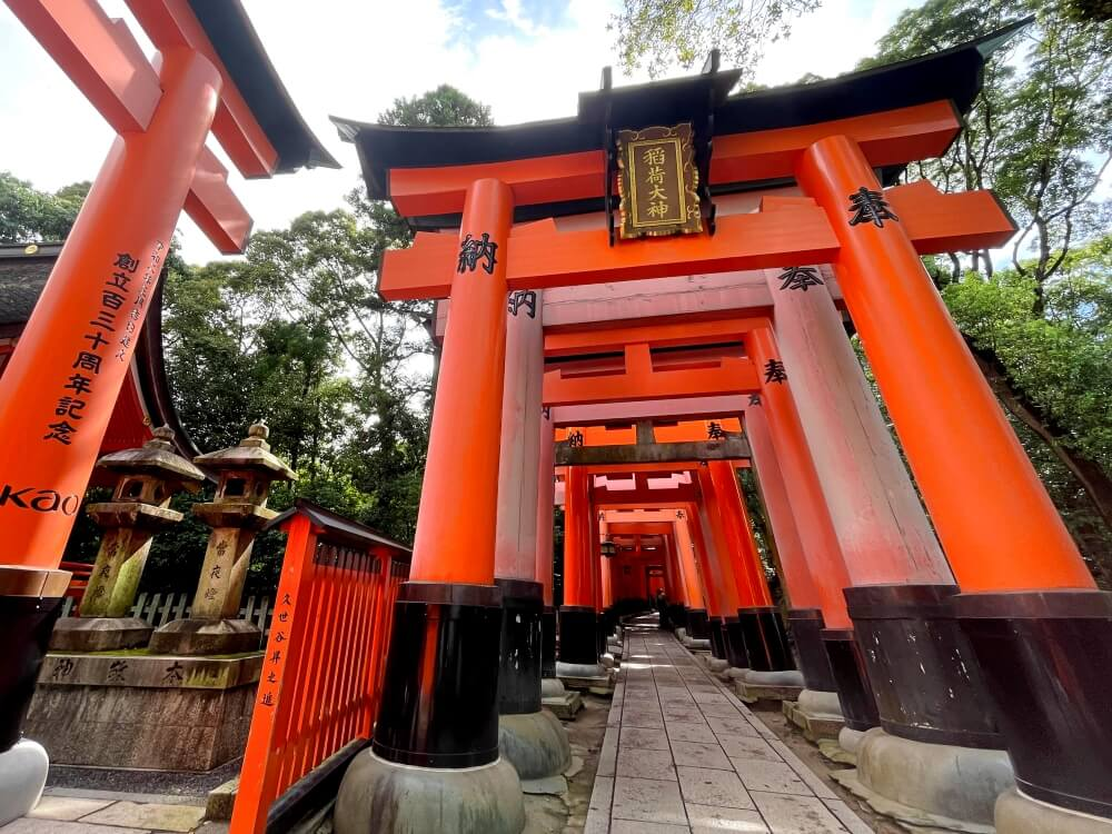 京都の人気観光地 伏見稲荷大社